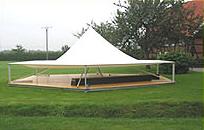 ...das Pagodendach bietet Schutz vor Wind und Wetter