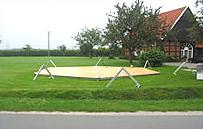 ...der Holz-Parkettboden füllt die Grundfläche