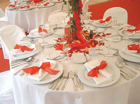 dekoration in rot zeltverleih f l nne