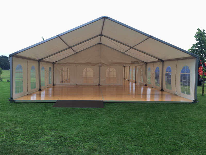 Zelt mit lackiertem Holzfußboden